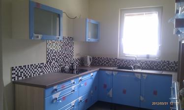 Kuchyňa, zatiaľ ešte s fóliou.