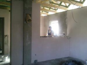 Druhá strana obyvačky - prepojenie s kuchyňou