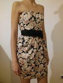 Krátke saténové šaty, 34