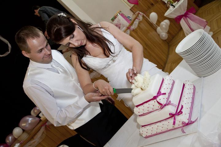 INSPIRACE - omlouvam se za zcizeni fotky, kdyz bude vadit, okamzite smazu... ale ten dort je proste dokonaly, pokud nebude ovocny, tak jedine tento! (pujceno od krixi)