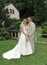 Novomanželé v oku fotografa na zahradě zámku I.