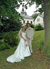Novomanželé v oku fotografa na zahradě zámku II.