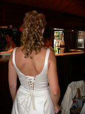 Svatební účes - pohled zezadu