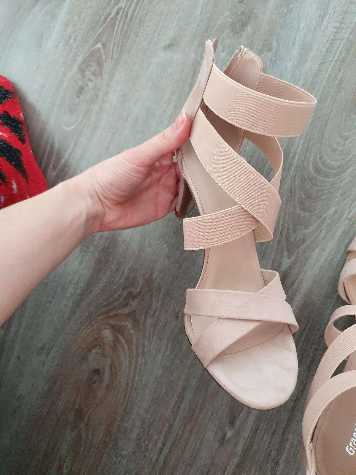 Ružové sandalky - Obrázok č. 1