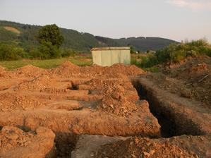 3.7.2012 - Ide sa betonovat podkladny beton