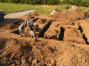 3.7.2012 - Podkladny beton je hotovy