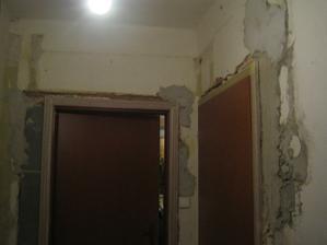 Nové dveře do ložnice -pohled z chodby