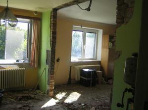 zbouraná zeď směrem do obýváku