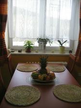 Konečně máme jídelák pod oknem - dřív byl uprostřed místnosti..