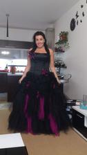 Šaty number 3 jsou doma  :) Se spodničkou budou daleko bohatší, ale zrovna ji nemám u sebe.