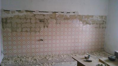 V detskej izbe som rozbíjala starý obklad, to bola makačka teda :-)