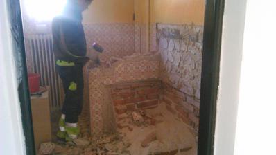 Druhá kúpelňa, všetko sa zbúralo, ide byť celkom nová :-)