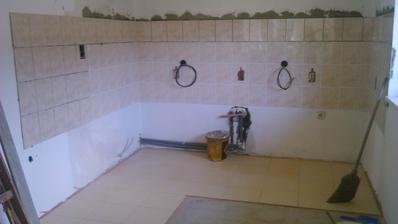 kuchyna- dokonceny obklad aj podlaha