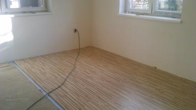 začina sa klast podlaha aj do dolnej obyvacky
