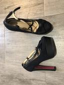 Extravagantné sandále, 37