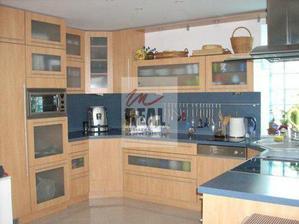 pekna kuchyna..