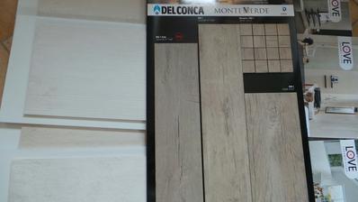 První nástřel ... podlaha dekor dřeva + obklad imitující beton ... PODLAHA ZAMÍTNUTA