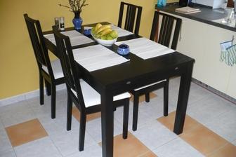 nový stůl a židle