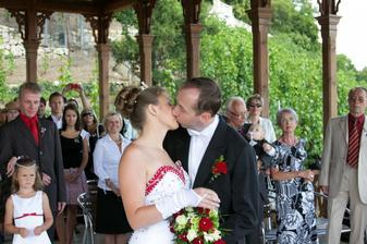 políbení nevěsty