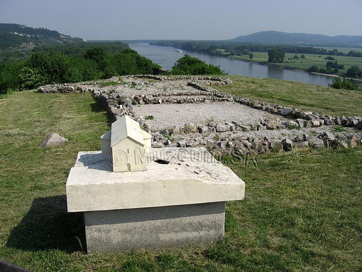 Zaklady kostola na hrade Devin - moznost svadobneho obradu