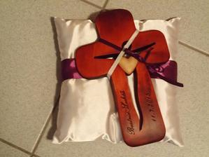 náš svadobný krížik :)