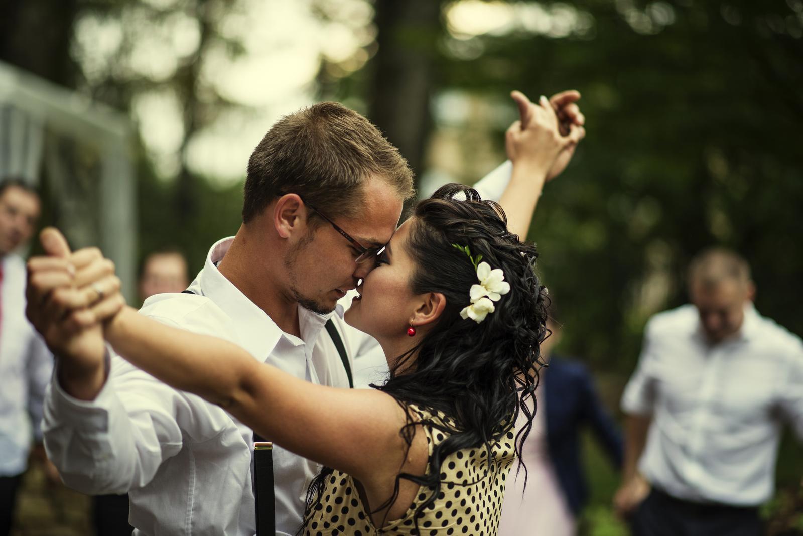 Naše podvečerní retro focení...:) - Náš první novomanželský tanec......All of me....John Legend.......ten pocit štěstí....ta atmosféra......NESKUTEČNÝ!!!! :-)