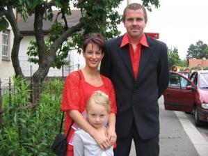 moje nejlepší přítelkyně a svědkyně s manželem a dcerou