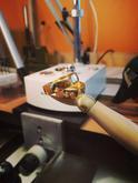 Svadobné obrúčky zo žltého zlata so zirkónmi vyrábané na mieru