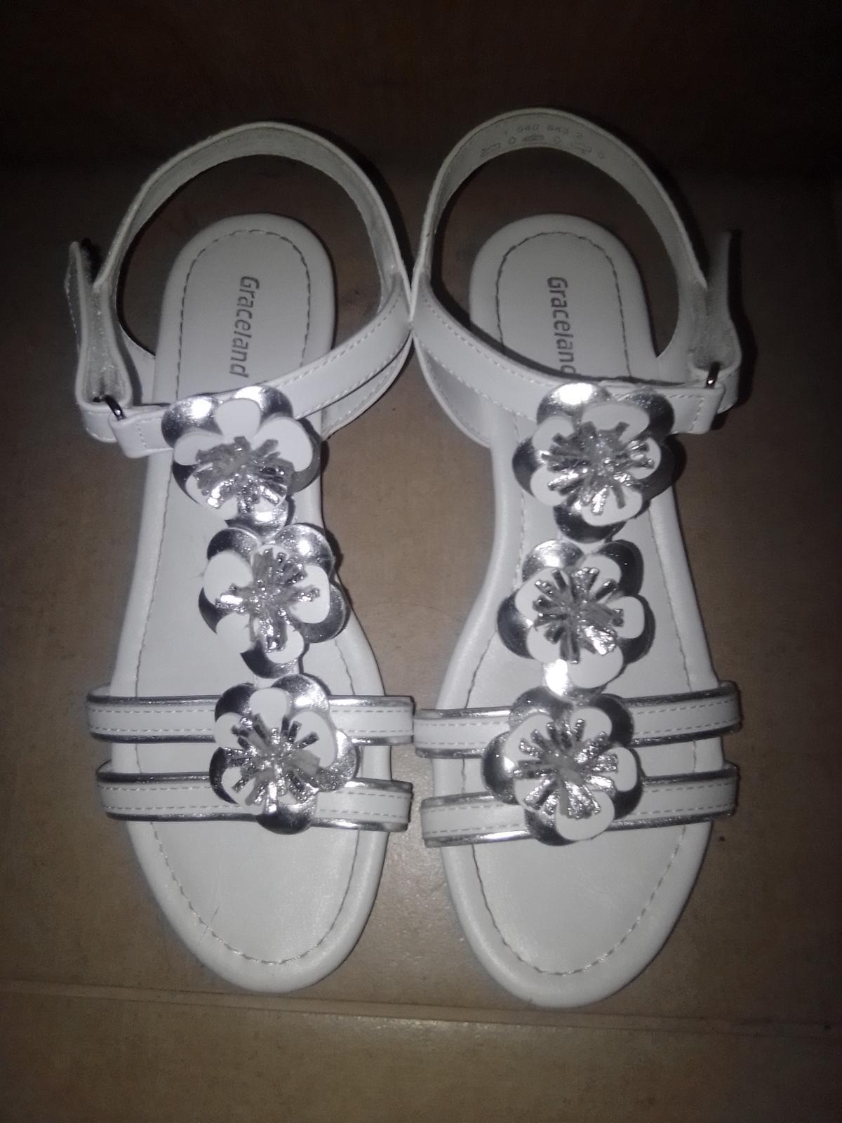 Bielostrieborné sandálky - Obrázok č. 1