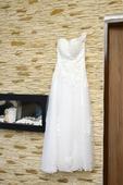 Vyšívané svadobné šaty, 36