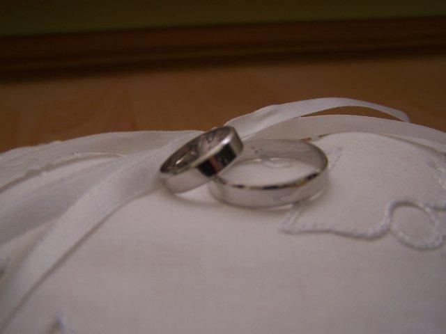 12.9.2009 - naše prstienky na vankúšiku