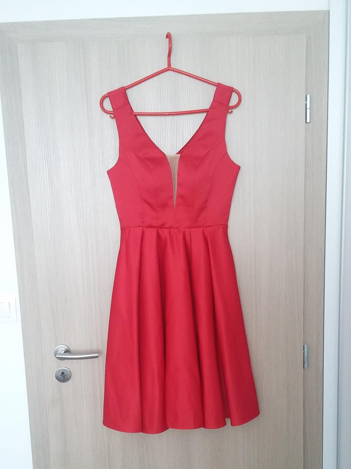 Červené šaty, redový - Obrázok č. 1