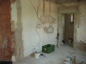 srpen 08: kuchyně, elektro práce