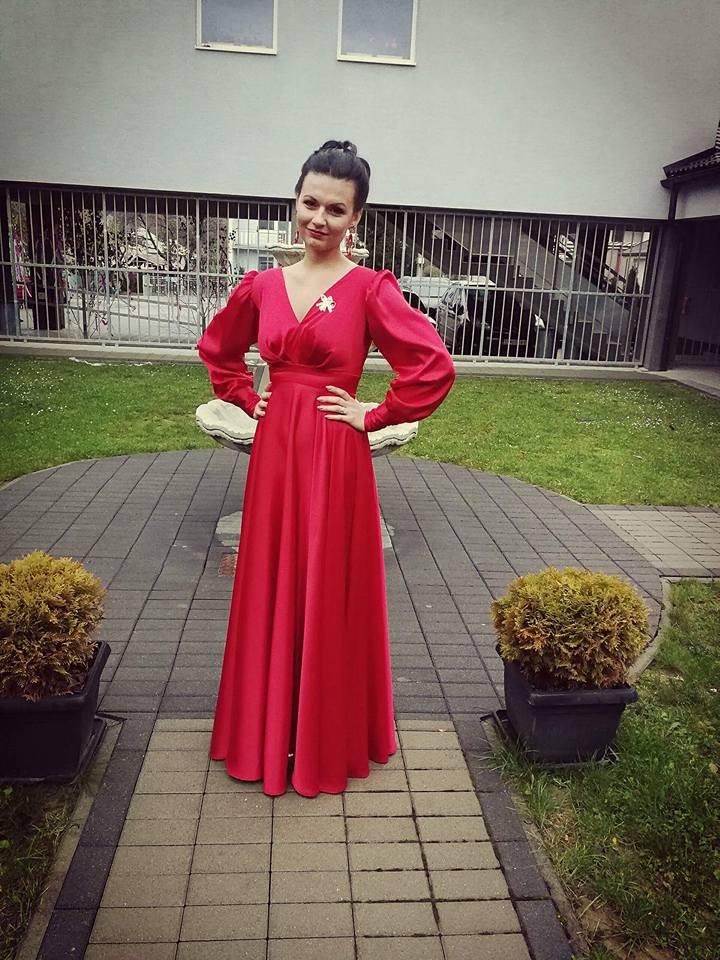 Červené saténové šaty  - Obrázok č. 1