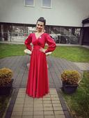 Červené saténové šaty ,