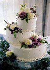 Predloha torty (kvety sme ale davali sami), ale ide mi o ten tvar a farbu, a hlavne, ze tortu sme vyberali z ich katalogu,nie z brucha