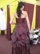 šaty pro velkou družičku......