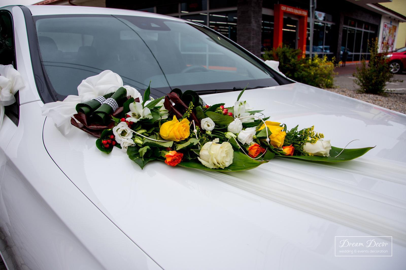 Svadobná výzdoba Kultúrný dom Trhová Hradská - Výzdoba svadobného auta - Dream Decor