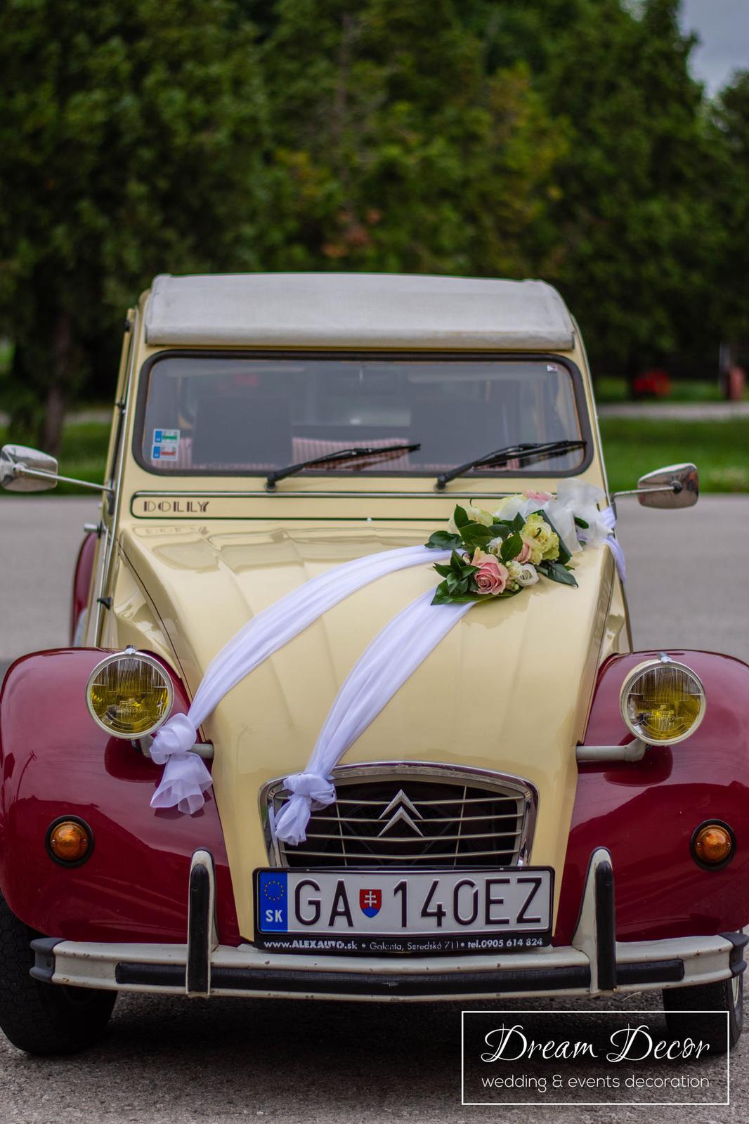 Svadobná výzdoba reštaurácie Mona Dolné Saliby - Výzdoba svadobného auta - Dream Decor