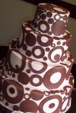 Náš objednaný dort. Jen kruhy budou v malinové barvě.