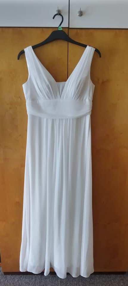 Jednoduché svatební šaty a šál - Obrázek č. 2