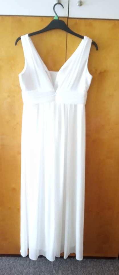 Jednoduché svatební šaty a šál - Obrázek č. 3