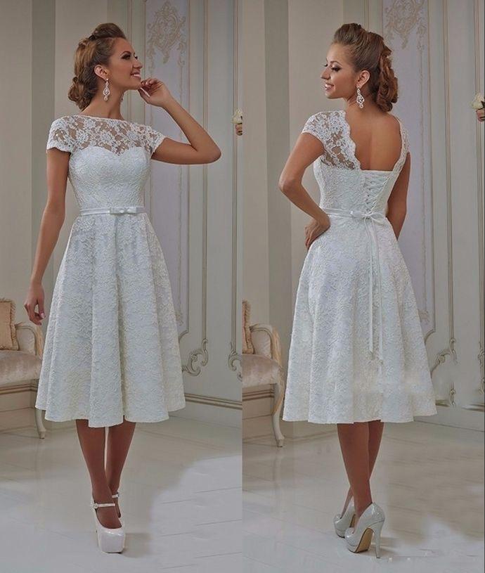 Svatební šaty podle typologie - Soft Gamine - krajka vytváří víc romantický model navíc s mašličkou
