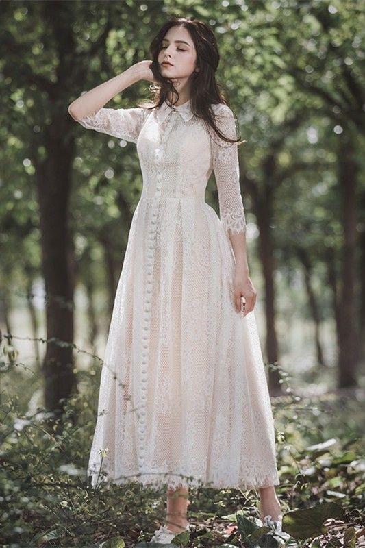 Svatební šaty podle typologie - Soft Gamine/Natural - Vintage inspirované šaty mají mnoho tváří, jemnou krajku, drobné jinové knoflíčky, typický košilový límeček stylu gamine a rukávy, celkový střih evokuje boho natural.