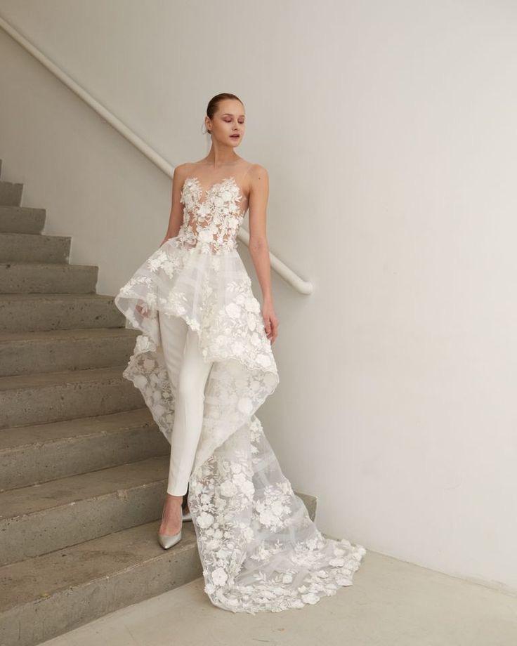 Svatební šaty podle typologie - Flamboyant Gamine - tento styl má mnoho tváří, protože kombinace jin a jangu mohou být různé. Myslím si, že jen gamine typy žen mohou nosit šaty vpředu krátké a vzadu dlouhé, spolu s dramatickými mohou mít i kalhotové kostýmky.