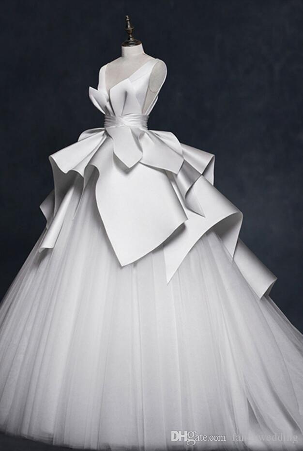 Svatební šaty podle typologie - Dramatic