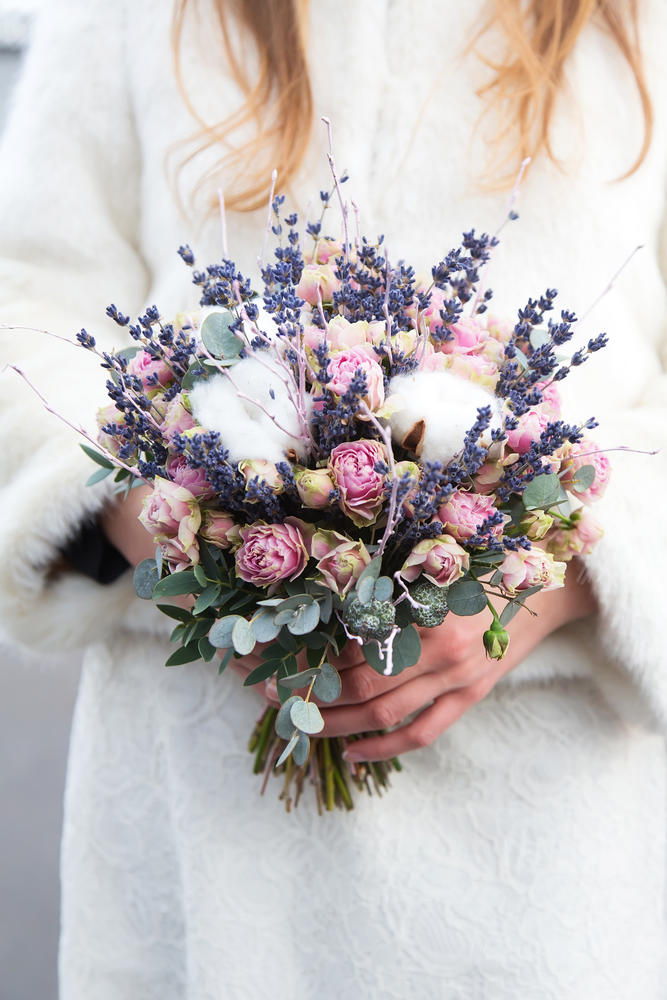 Květiny a výzdoba - Místo toho bavlníku by se dala pivoňka a možná mám styl svatby dořešený...  Jen to obilí tam už asi nezakomponuju. :D