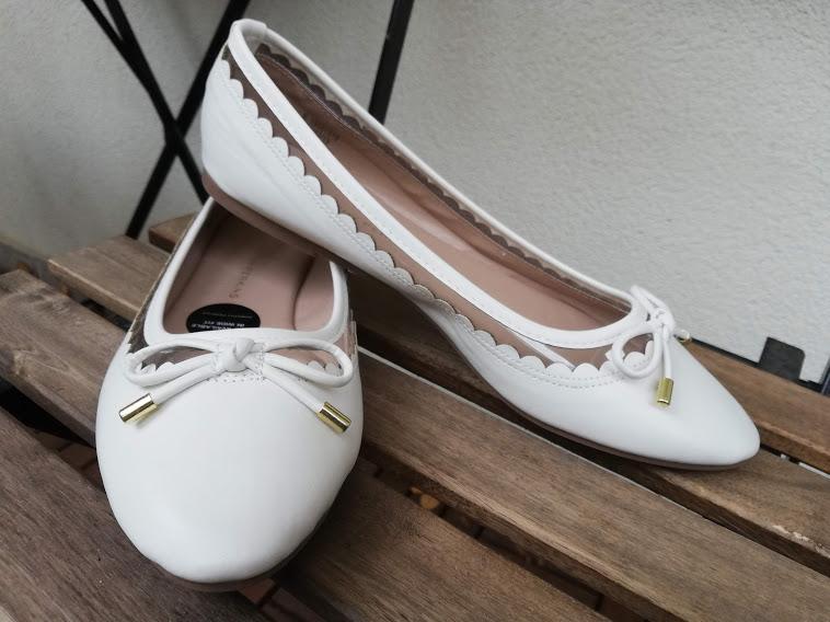 Plánování - celé od začátku - Svatební obuv - možnost číslo 2.  Jsou krásné, pohodlné, líbí se mi detail, kdy kolem lemování boty prosvítá kůže. Uvidím naživo, které se budou více hodit k šatům, možné je, že využiji oboje. Jedny na obřad, druhé na večerní zábavu. :)