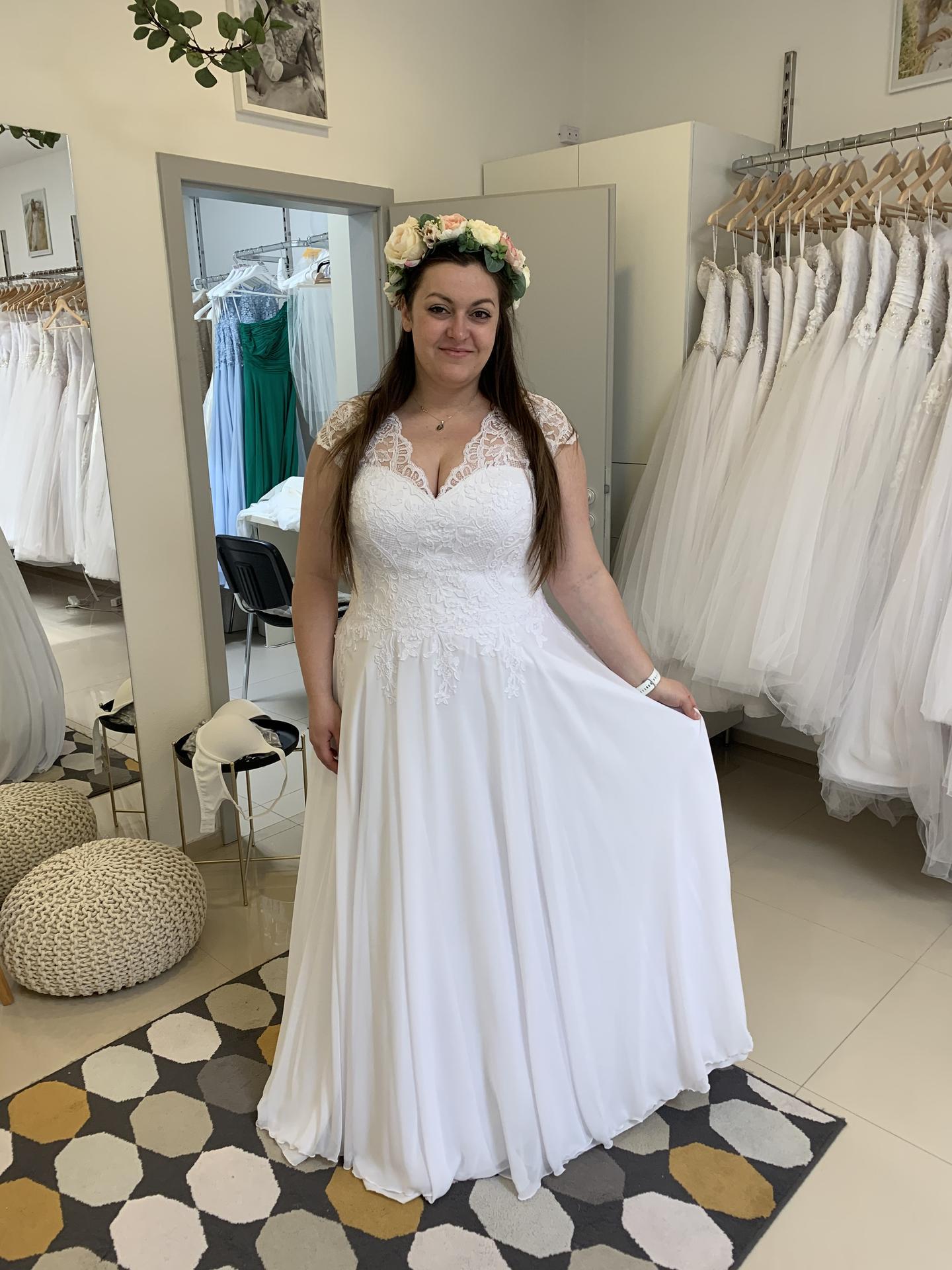 24 dní do svatby... A dneska mám za sebou finální zkoušku šatů, aby se upravily detaily a délky. 🥰 jsem nadšená... Snad nebudu sama. - Obrázek č. 2
