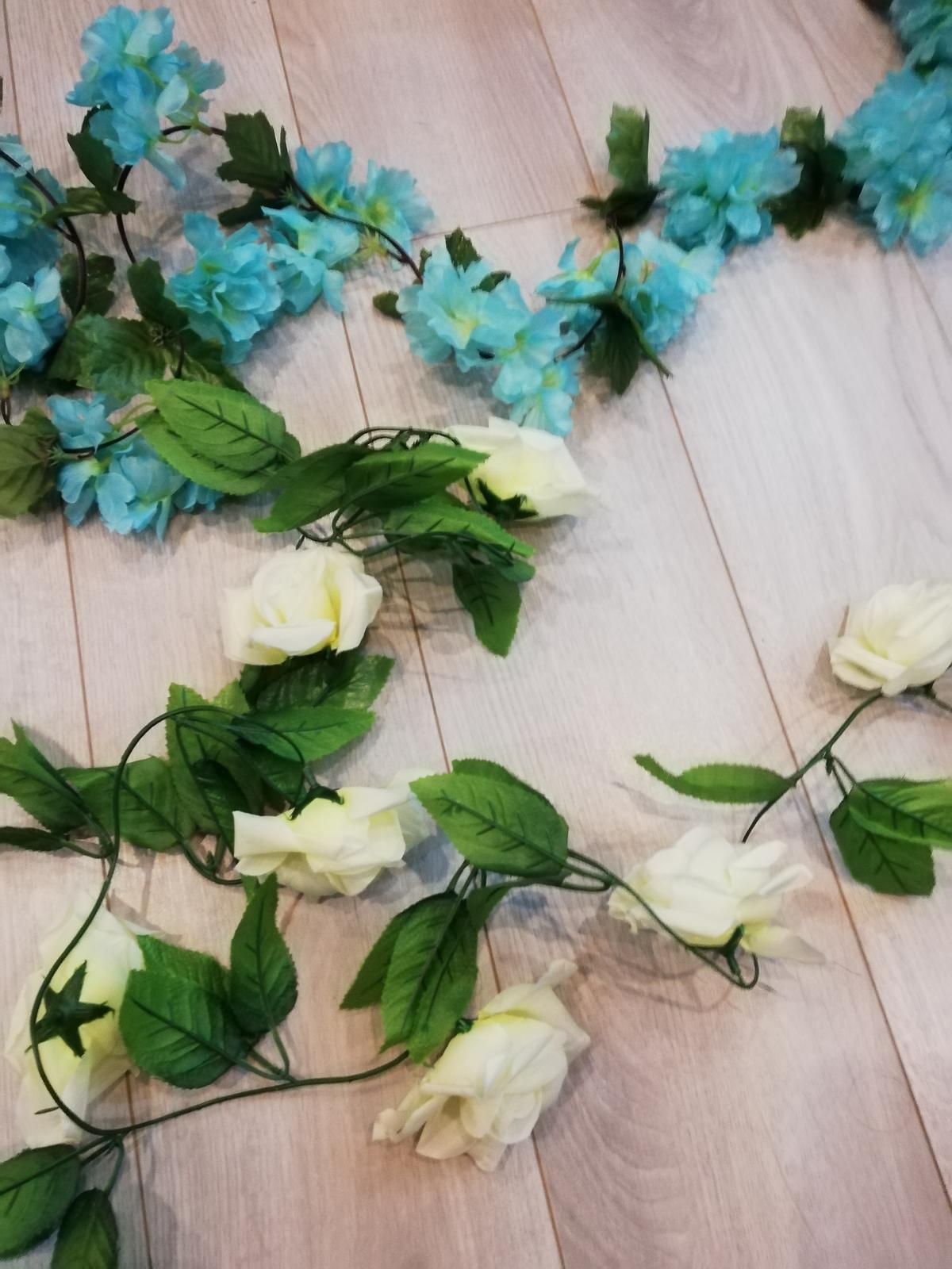 Svadobná výzdoba - tyrkysové kvety - Obrázok č. 1